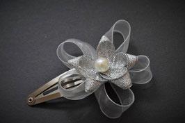 Barrette clic-clac fleur organza blanc et argenté idéal pour femme enfant baptême mariage communion