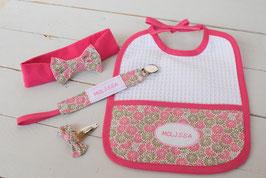 cadeau de naissance Melissa Rose fuchsia et doré - broderie prénom bébé fille  : bavoir, bandeau bébé, attache tétine prénom et barrette