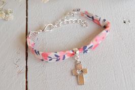 Bracelet liberty Wiltshire corail croix argenté pour baptême, communion, confirmation