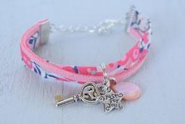 """Bracelet enfant fillette tissu liberty wilthsire rose corail breloque """"clé du bonheur""""  - idée cadeau anniversaire noël"""