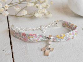Bracelet croix argenté liberty Katie and millie pastel pour baptême, communion, confirmation