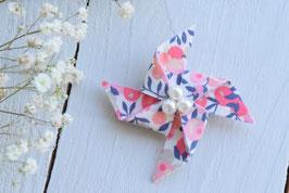 Broche liberty wiltshire corail origami moulin à vent pour baptême mariage