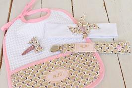 Cadeau de naissance Or éventail personnalisé prénom bébé fille  : bavoir, bandeau bébé, attache tétine prénom et barrette
