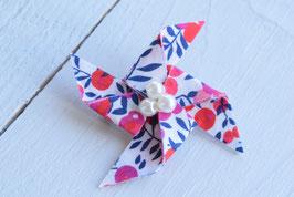 Broche liberty wiltshire rouge origami moulin à vent pour baptême mariage