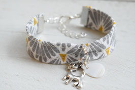 """Bracelet enfant gris moutarde breloque """" Chat"""" - idée cadeau anniversaire noël fille bijou artisanal"""