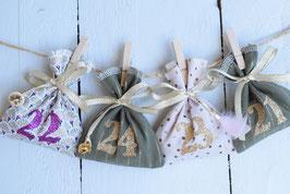Calendrier de l'avent Noël réutilisable en tissu rose doré vert - boutons bois grelot plume