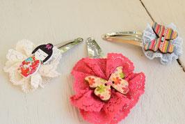 Barrette artisanal enfant dentelle bouton bois artisanal papillon ou poupée  idée cadeau anniversaire noël petite fille