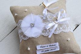 Coussin porte alliance jute dentelle personnalisé mariage champêtre