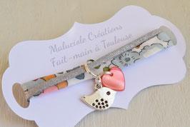 Bracelet enfant fillette tissu liberty betsy bleu gris breloque oiseau- idée cadeau anniversaire noël fille bijou artisanal