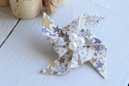Broche liberty adelajda marron origami moulin à vent pour baptême mariage
