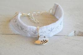 """Bracelet enfant fille broderie couture argenté """"Oiseau"""" baptême, mariage cérémonie création bracelet textile blanc"""