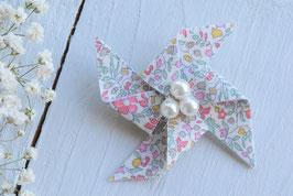 Broche liberty Katie and millie pastel origami moulin à vent pour baptême mariage