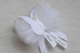 broche baptême à personnaliser papillon blanc organza avec prénom date cérémonie