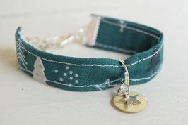 Bracelet enfant fillette tissu vert sapin breloque étoile sequin beige- idée cadeau anniversaire noël fille bijou artisanal