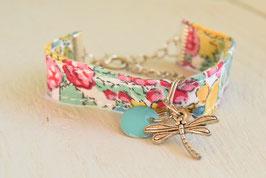 Bracelet enfant fillette tissu liberty vert jaune breloque libellule et sequin bleu - idée cadeau anniversaire noël fille bijou artisanal