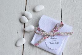 Ballotin dragées blanc en feutrine et ruban liberty Eloïse rose / étiquettes personnalisées pour mariage, baptême, cérémonie