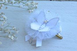 Barrette papillon blanc argenté paillette pour baptême