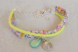 Bracelet liberty enfant fille tissu  liberty rose et jaune fluo/ coquillage saint jacques / idée cadeau anniversaire noël