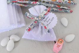 Pochon dragées blanc plumetis et ruban liberty Betsy - Sachet dragées liberty baptême mariage communion