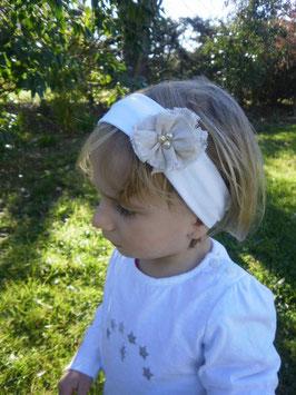bandeau bébé blanc avec sa petite fleur beige en lin champêtre rustique vintage