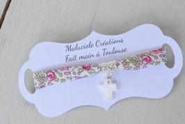 Bracelet liberty Eloïse rose avec croix nacre blanche pour baptême, communion, confirmation