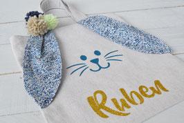 Petit sac enfant bleu personnalisé pour chasse oeufs Pâques/ Oreille Lapin liberty bleu katie and millie / Sac prénom