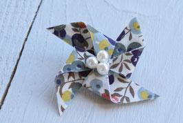 Broche liberty wiltshire vert origami moulin à vent pour baptême mariage