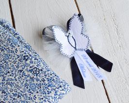 broche baptême à personnaliser papillon blanc bleu marine avec prénom date cérémonie