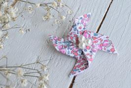 Broche liberty Eloïse corail origami moulin à vent pour baptême mariage