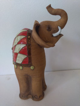 Elefante H. cm. 34, L. cm. 21, P. cm. 16 circa
