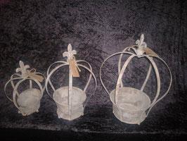 Krone mit herausnehmbaren Behälter