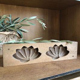 Ancien kashigata Lotus du Japon (symbole de pureté) / Ère Showa