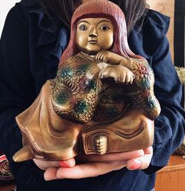 """PIECE UNIQUE - Okimono massif en fonte - """"Onna Bugeisha (femme samouraï) aux cheveux rouges"""" - signé"""