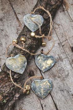 Goldene Girlande mit Glöckchen