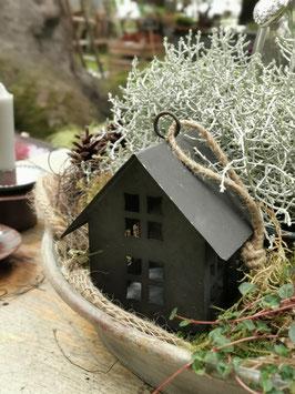 Häuschen mit Kordel zum Hängen