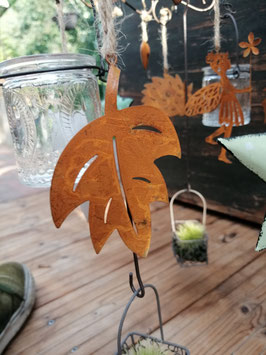 Blätter mit Kordel zum Hängen