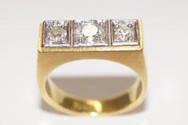 Klassischer Brückenring mit 3 Brillanten in hochwertiger Weißgoldfassung, 750er Gold