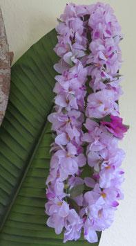 Blüten Lei in flieder