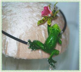 Frosch liebt Orchidee