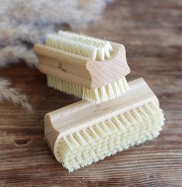 Nagelbürste aus Holz