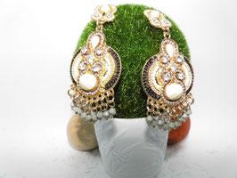 Ohrringe, reich verziert im Oriental Style