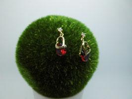 Süße Ohrringe mit rotem Kristall