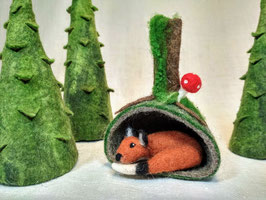 Gefilzter Fuchs in seiner Höhle, felted Fox in his cave