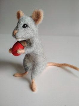 Gefilzte Maus mit roter Eichel