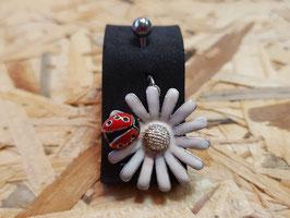 Bauchnabel, Blume mit Marienkäfer