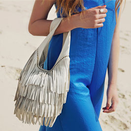Kendra: cream lambleather fringed shoulderbag with silver studs