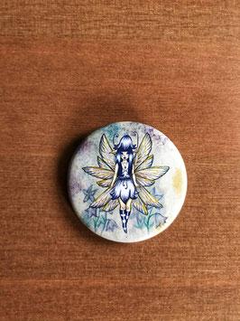 badge broche fée