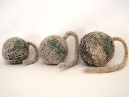 Schleuderball aus Bio-Wollfilz grau | Herz & Hund