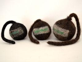 Schleuderball aus Bio-Wollfilz dunkelbraun bis schwarz | Herz & Hund