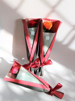 1本まるごとプリザーブドフラワーの高級バラ花束